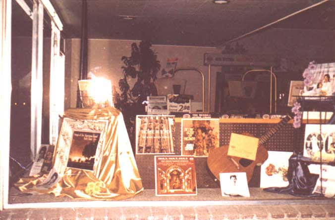 shop window displaying records by Salli Terri and the Roger Wagner Chorale, 1958